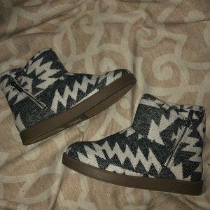 Indigo Rd. Fur Lined Boots